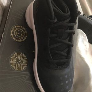 Size 9c for toddlers black steph curry sneakers